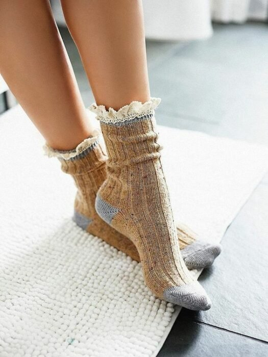 pretty off-white knit socks with ankle detail