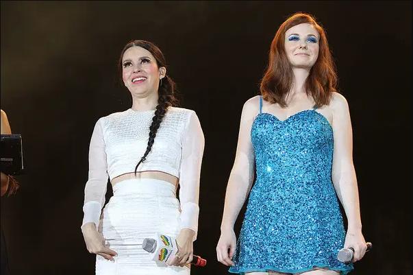 Denisse de Belanova con Lena Katina de Tatu