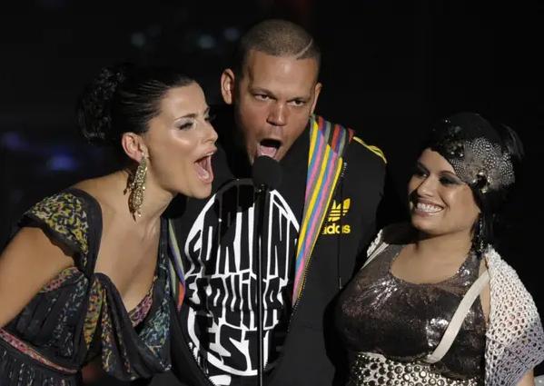 Nelly Furtado con Residente de Calle 13 y Amandititita