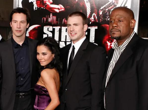 Marta Higareda con Keanu Reeves y Chris Evans