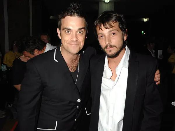 Robbie Williams con Diego Luna