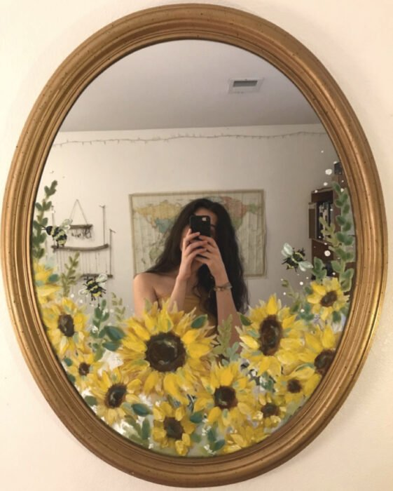 Espejo aesthetic pintado con acuarelas para selfies; flores girasoles