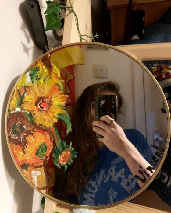 Espejo aesthetic pintado con acuarelas para selfies; Girasoles de Vincent Van Gogh