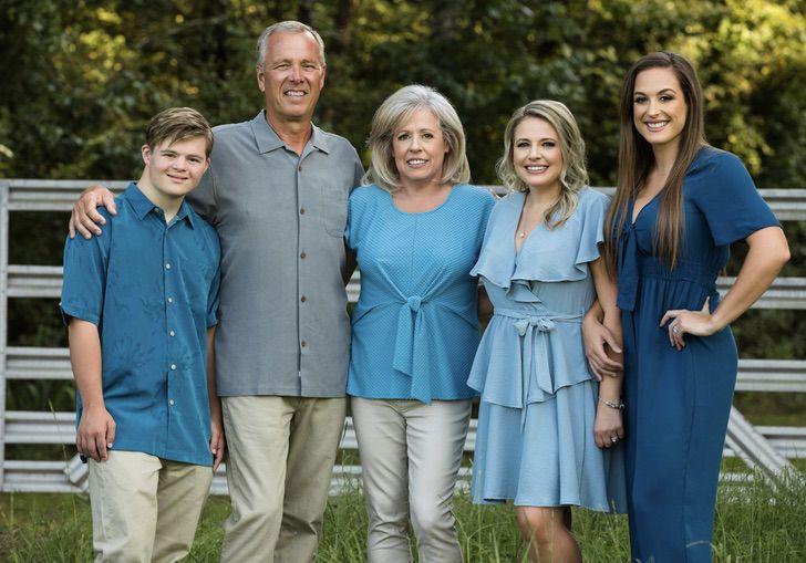 Jake Pratt y su familia en foto