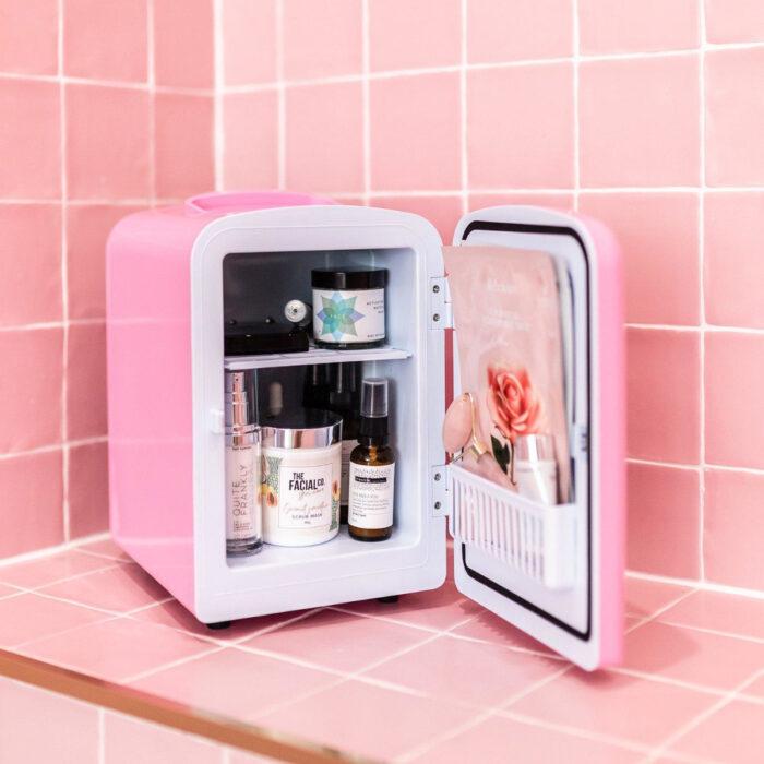 Regalos bonitos para el intercambio de Navidad; minirefrigerador rosa para guardar cosméticos, mascarillas y productos de belleza