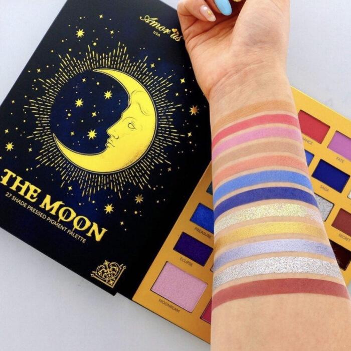 Regalos bonitos para el intercambio de Navidad; paleta de sombras oscuras Amor Us, The Moon