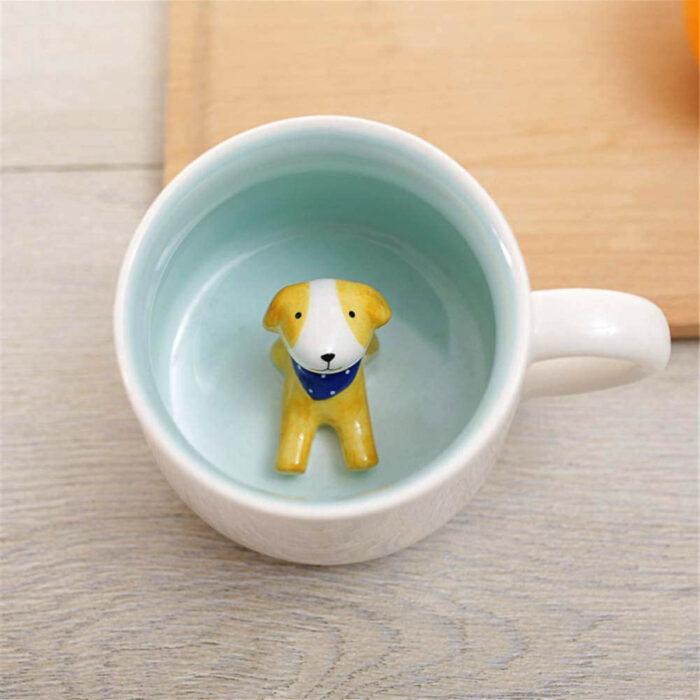 Regalos bonitos para el intercambio de Navidad; taza verde con perrito amarillo dentro