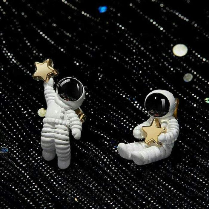Regalos bonitos para el intercambio de Navidad; aretes de astronauta