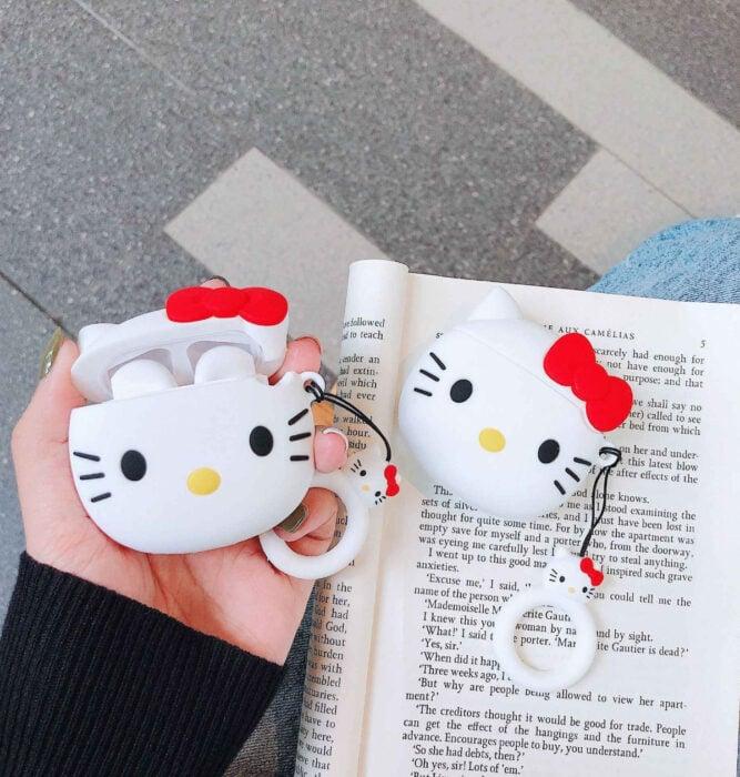 Regalos bonitos de Hello Kitty que puedes comprar en línea; funda para audífonos