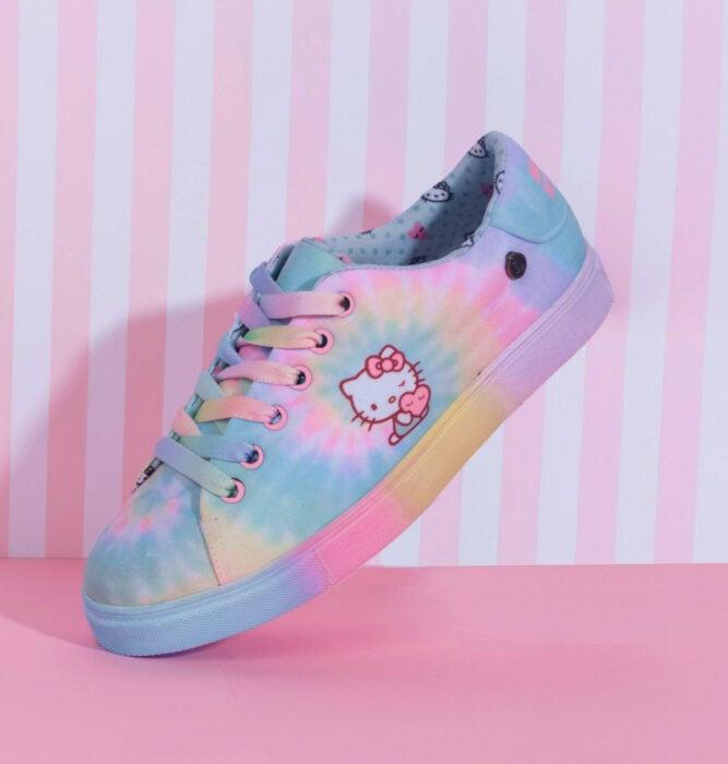 Regalos bonitos de Hello Kitty que puedes comprar en línea; tenis de colores pastel
