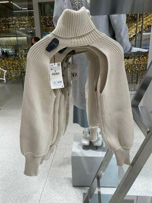 Suéter de Zara que solo cubre cuello y brazos