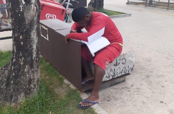 Renilson Nunes, vendedor de paletas estudiando