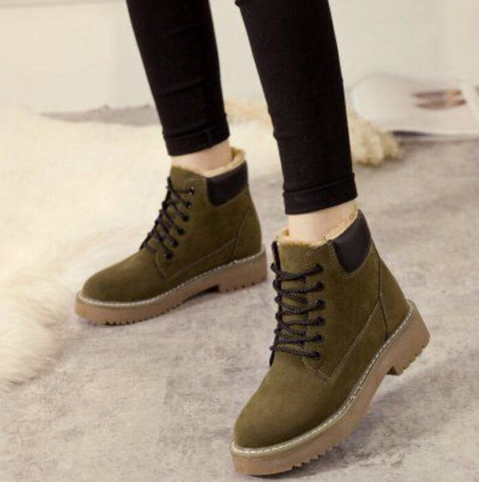 Ankle boots with a furry in the back, army green