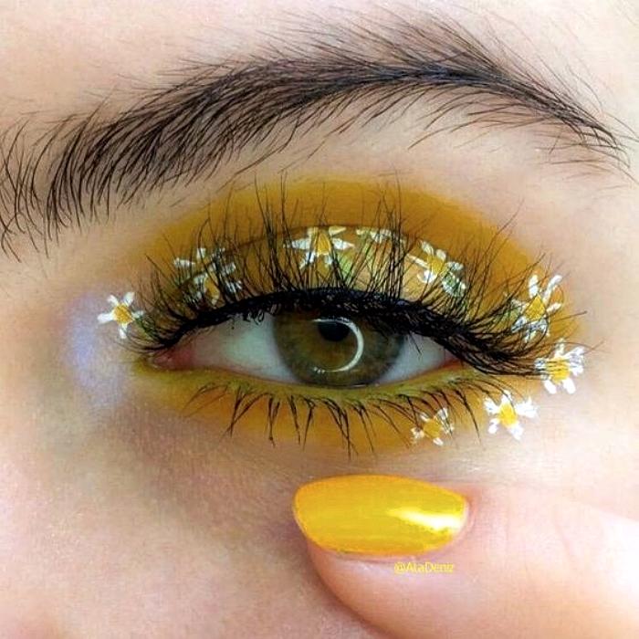 maquillaje de ojos amarillo con sombras amarillas claras, flores blancas, margaritas, pestañas postizas
