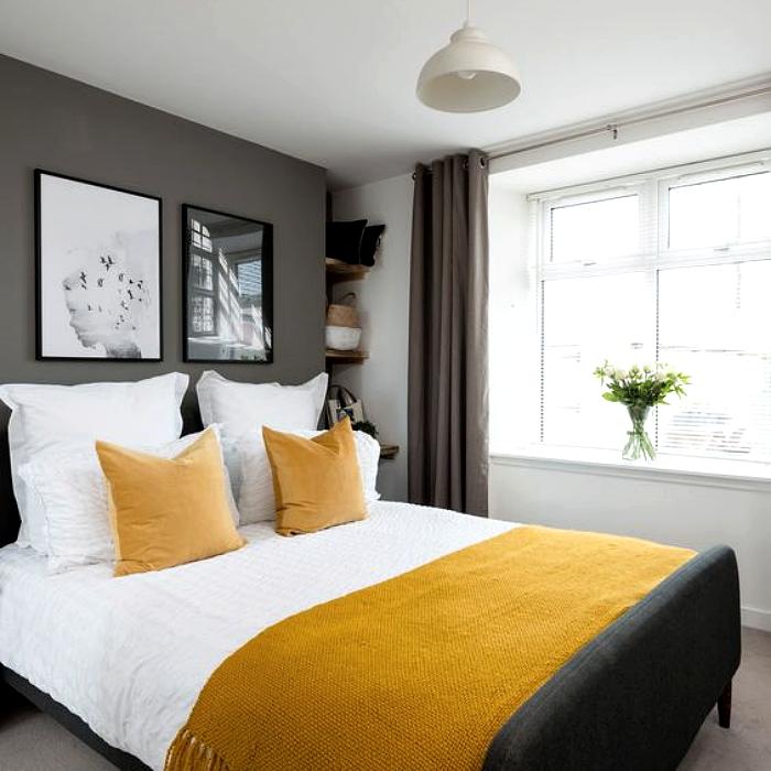 habitación, cuarto, recámara decorada con pared gris, cama blanca con sábanas amarillas y decoraciones grises