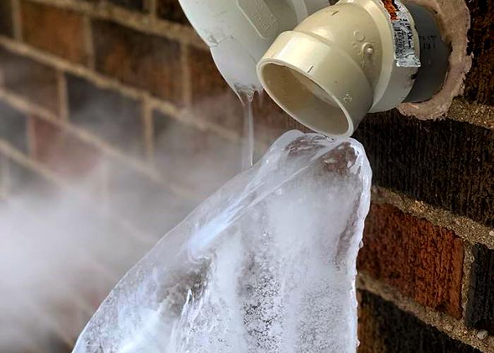 tubería de casa congelada por el frío
