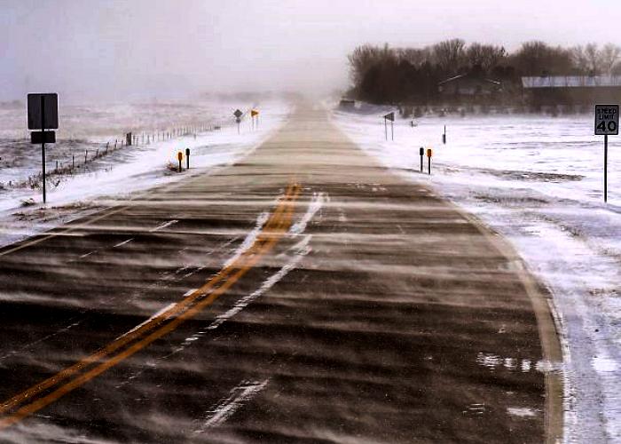 carretera, camino congelado por el frío