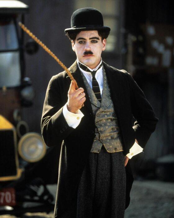 Robert Downey Jr. en Chaplin; 12 Actores que aprendieron habilidades para obtener un papel