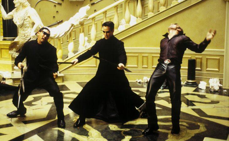 Keanu Reeves en Matrix; 12 Actores que aprendieron habilidades para obtener un papel
