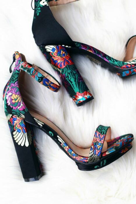high sandals, embroidered on the heel with fluorescent colored threads; 13 embroidered shoes that you would like to have in your wardrobe