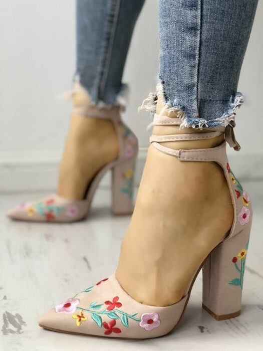 girl with high-heeled shoes, embroidered with flowers in pink tones, ankle straps; 3 Embroidered shoes that you would like to have in your wardrobe