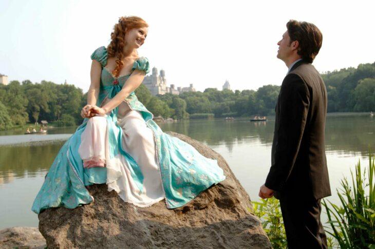 Escena de la película 'Encantada'