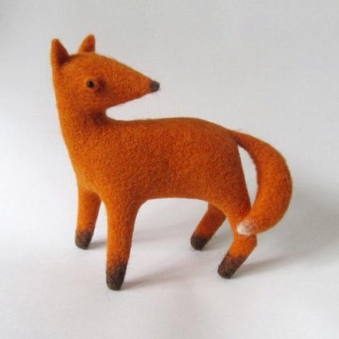 Figurilla de fieltro en forma de zorro