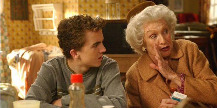 Escena de 'Malcolm el de en medio' en donde Malcolm y su abuela hablan