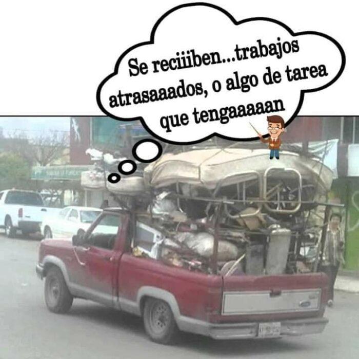 meme de una camioneta que pide a sus alumnos las tareas