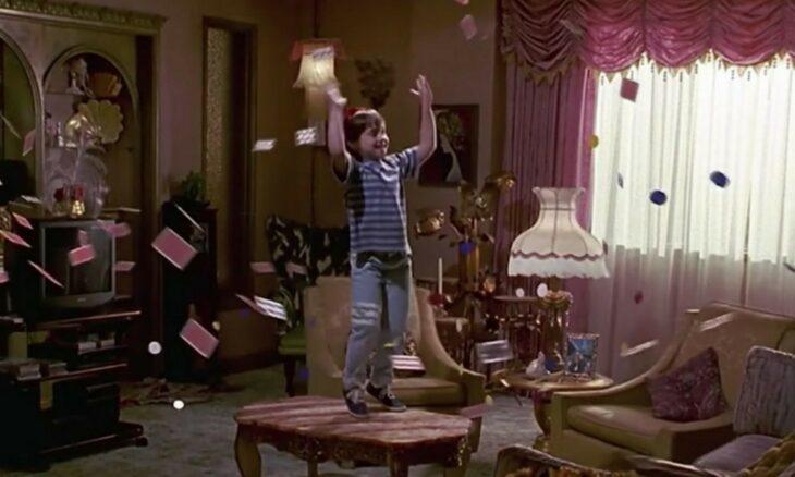 Escena de la película 'Matilda' en la que baila y mueve cosas