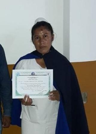 Mujer de etnia wichí se recibe como enfermera; quiere ayudar a su comunidad