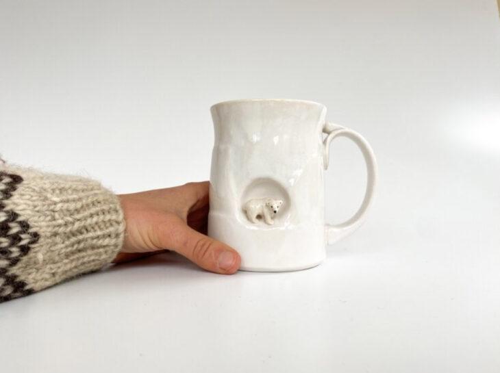 Taza de Brooke Knippa de AP Curiosities Art Studio de Oso polar