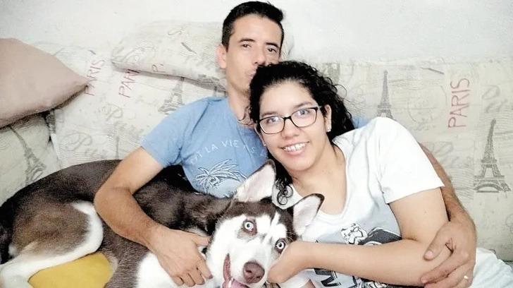 Lilia y Ulises con perro husky