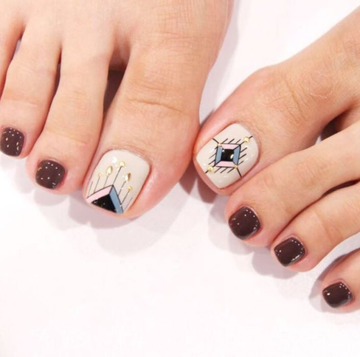 Pedicure in white and cherry colors with rhombus design