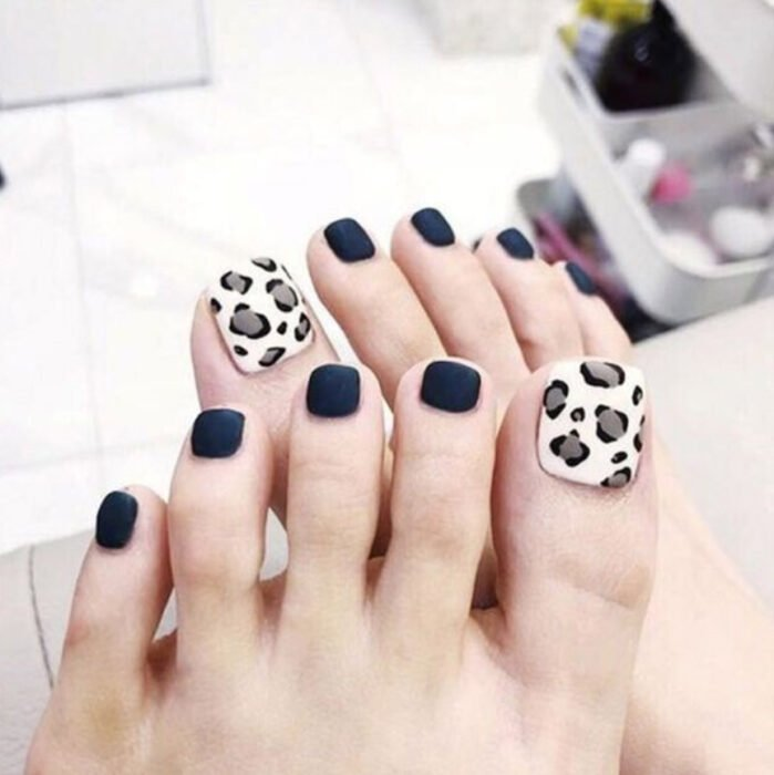 Pedicure in black and white with animal print detail