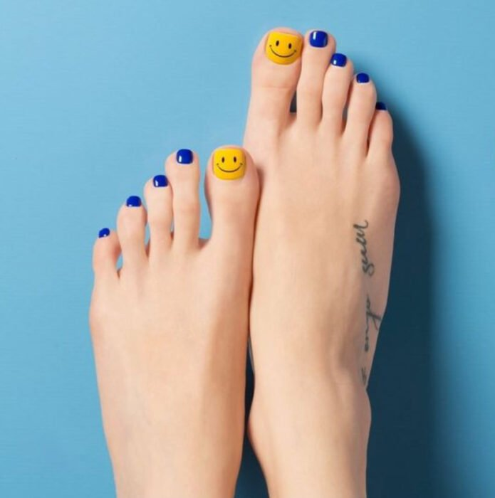 Pedicure in royal blue and yellow colors