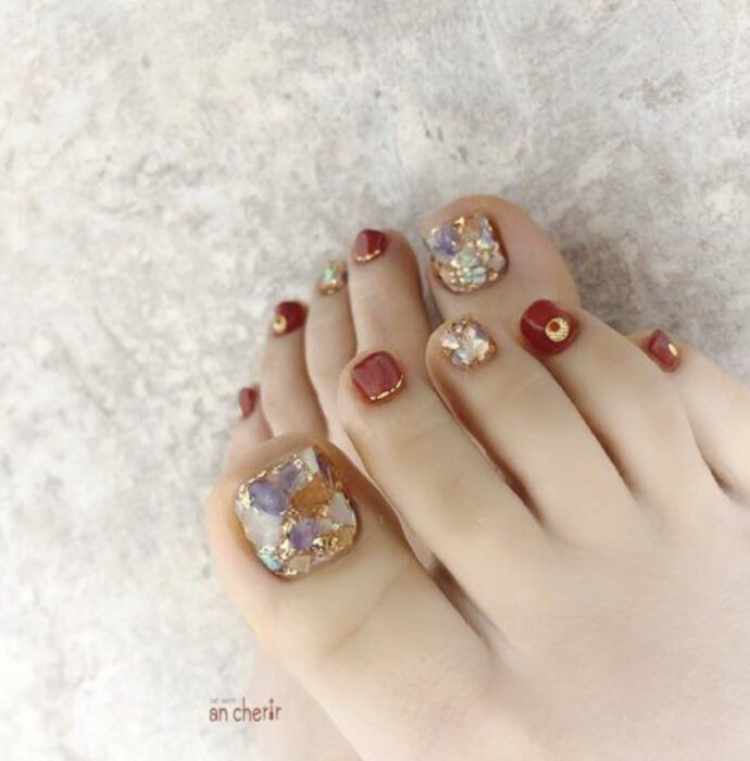 Pedicure in gold and brick colors