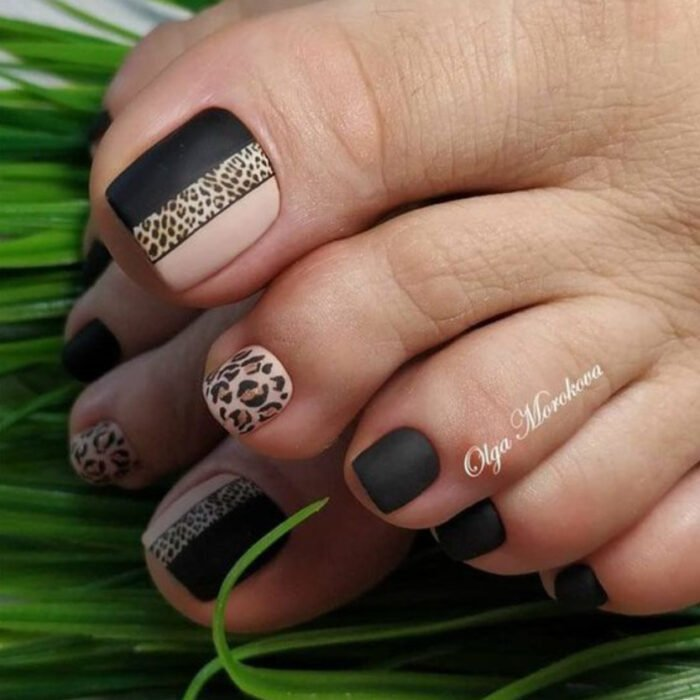 Pedicure in black, nude and animal print details