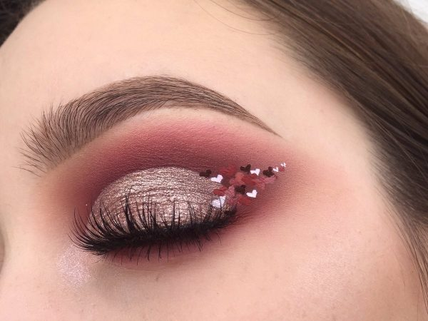 eyeshadow in wine colors with outlined hearts