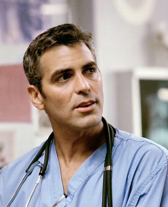 George Clooney vestido como enfermero