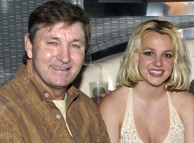 Britney junto a James Spears su padre