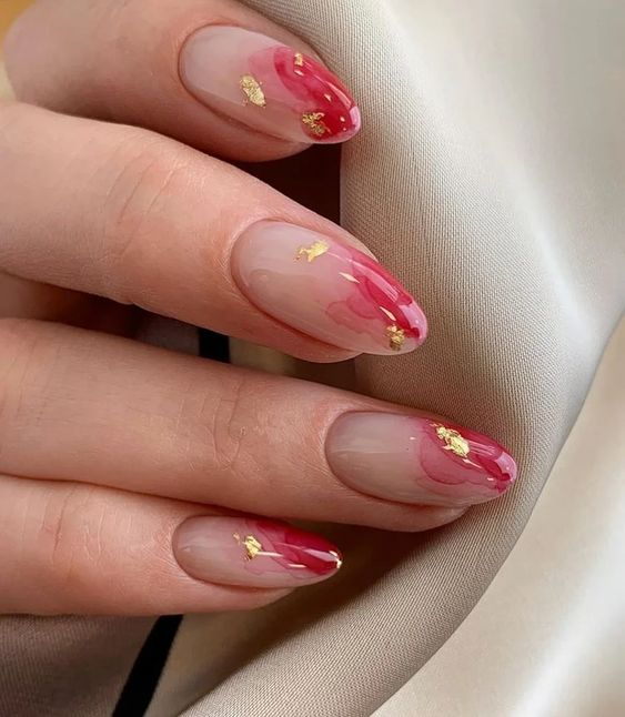 Natural elegant nails with pink and gold details