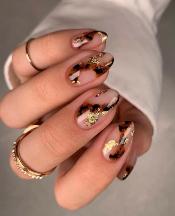 Elegant oval nails with a touch of gold and animal print