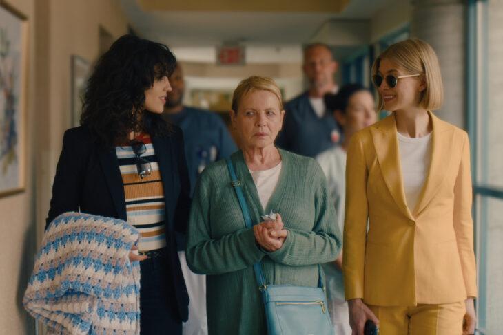 Escena de la película 'Descuida, yo te cuido' en la que aparecen Fran, Jennifer y Marla