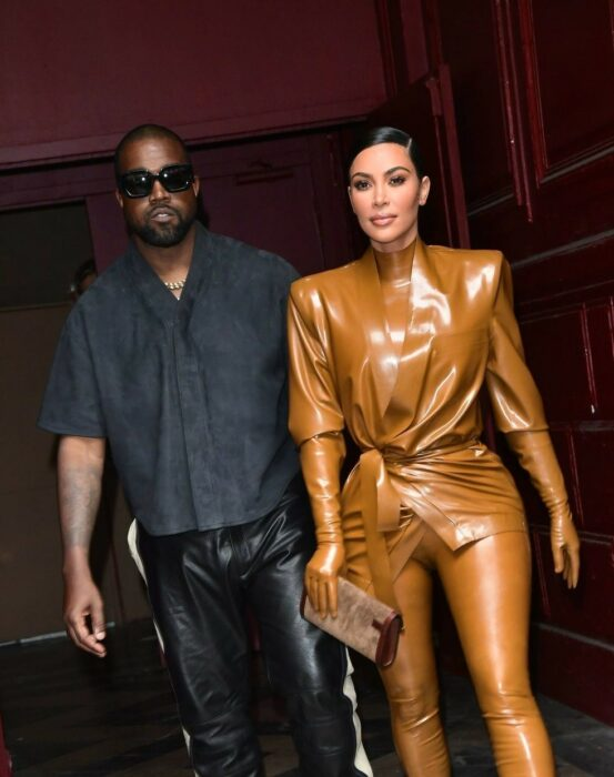 Kim Kardashian y Kaney Wets de paseo