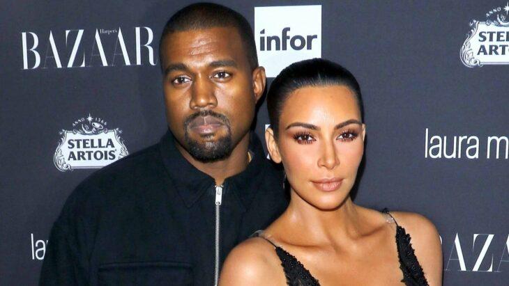 Kim Kardashian y Kaney West en un evento de alfombra roja