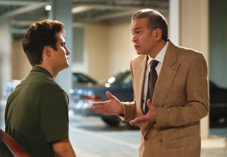Escena de la segunda temporada de 'Luis Miguel, la serie'