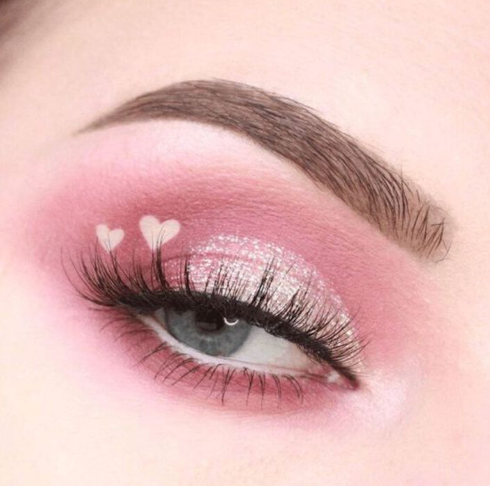 Valentine Inspired Makeup in Pale Pink and Gold / Silver