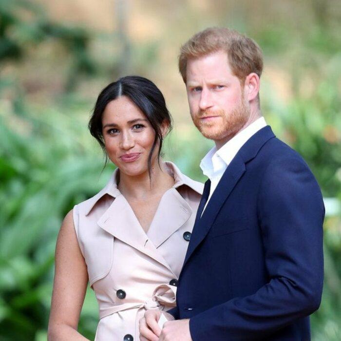 Meghan Markle y el príncipe Harry tomados de la mano