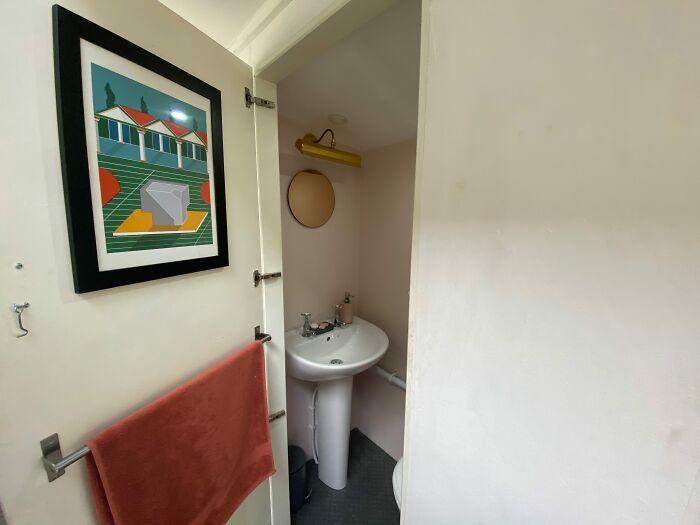 baño dentro de un autobús de dos pisos; Pareja compra un autobus de dos pisos y lo hace una mansión